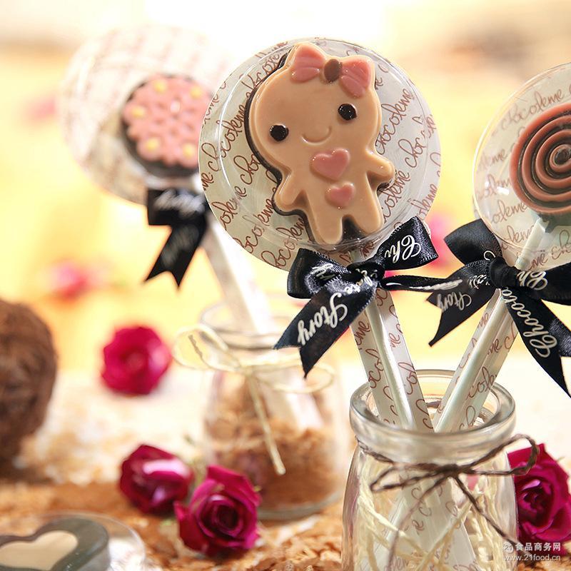 厂家批发新品卡通飞莎巧克力棒棒糖零食糖果纯手工生产30支起发