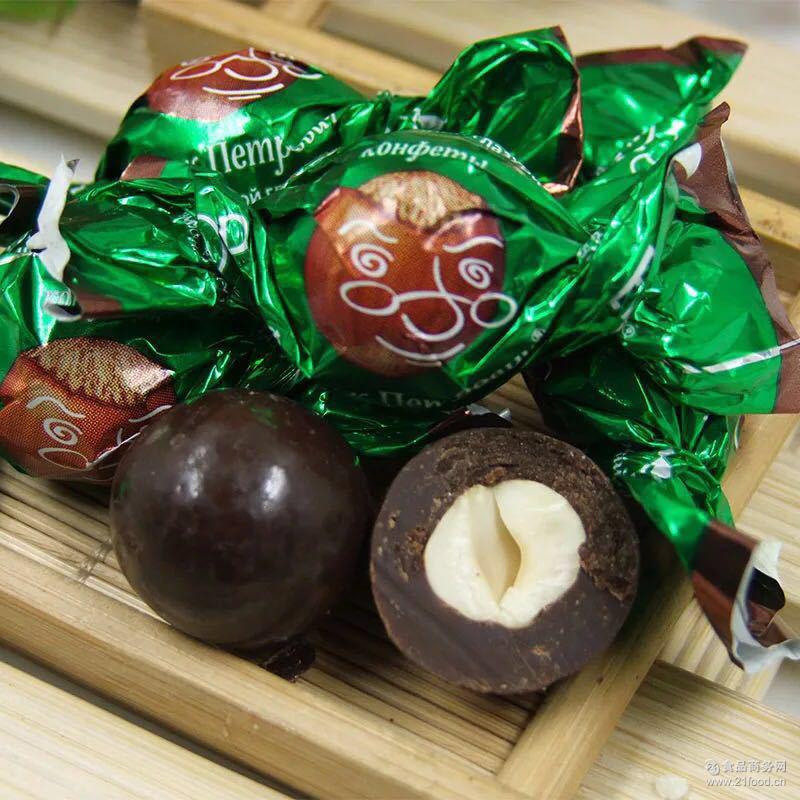 整颗榛仁白巧克力 俄罗斯进口糖果* 黑巧克力榛仁糖果1000g/袋