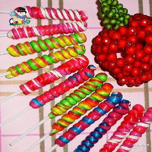 儿童休闲食品30g四色麻花棒棒糖厂家直销点花棒棒糖包装糖果