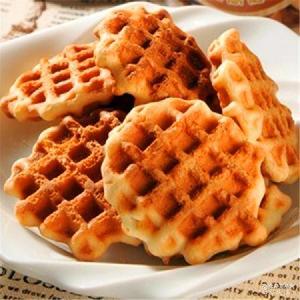 台湾进口零食 美味早餐批发促销 格子饼干90g 自然素材黑糖 牛奶