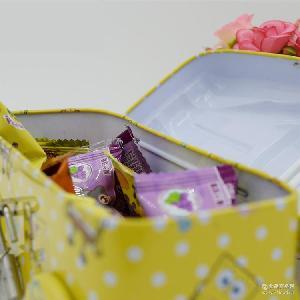 厂家直销100克海棉宝宝黄色汽车储钱罐果汁软糖 玩具糖果批发