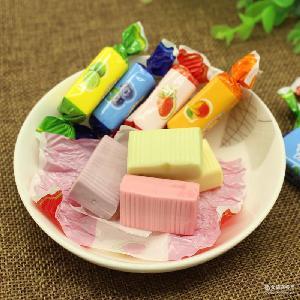 俄罗斯进口四色奶糖 牛奶糖 蓝莓糖喜糖零食批发 水果奶糖