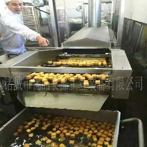 全自动鱼豆腐油炸机 自动生产鱼豆腐机器 火锅丸子加工流水线